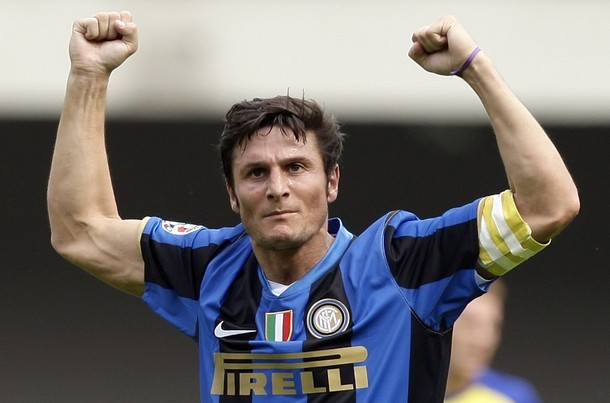 Inter Milan's Javier Zanetti celebrates after a goal scored by his teammate Mario Balotelli (not pictured) against Chievo during their Italian Serie A soccer match at the Bentegodi Stadium in Verona May 10, 2009.    REUTERS/Max Rossi   (ITALY SPORT SOCCER)